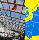غضب مسلمي تركستان الشرقية من رفع العلم الشيوعي فوق مساجدهم