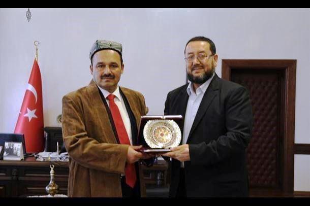 Abdulhakimhan Mahsum KU Rektori Seyit Aydin bilen birge